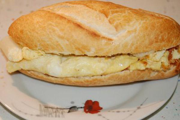 Bocadillo de tortilla 3 delicias