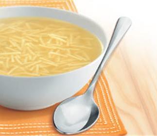 Sopa de pollo y fideos chinos