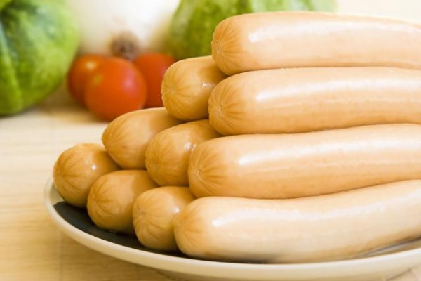 Salchichas de pollo con cebolla