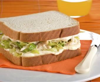 Sándwich de pollo a la soja con mostaza