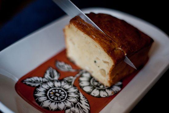 Crujiente de jamón incrustado en bizcocho de queso azul
