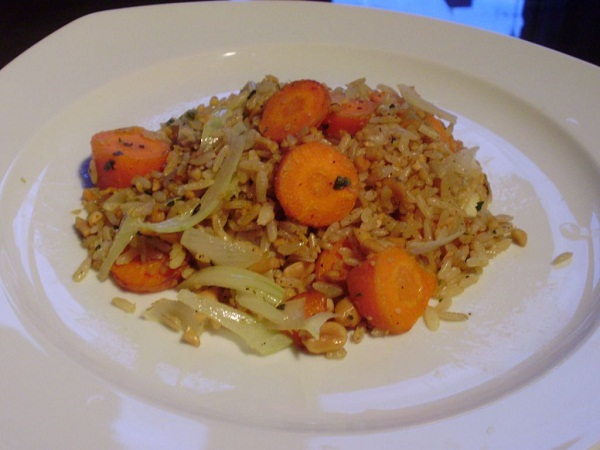 Arroz con cacahuetes y zanahorias