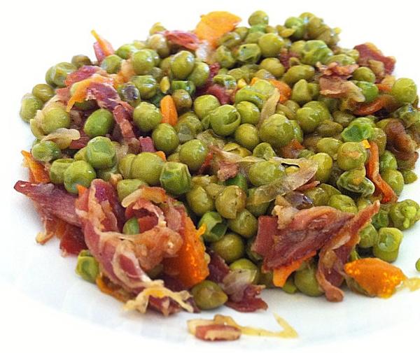 Guisantes con zanahoria y jamón