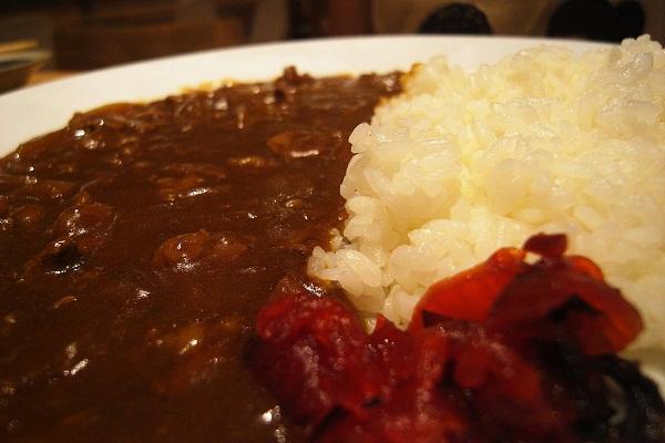 Arroz con alubias en salsa y crujiente de jamón serrano