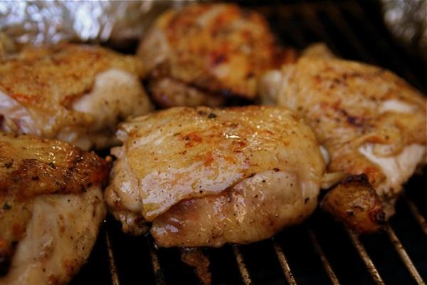Muslos de pollo dorados al horno