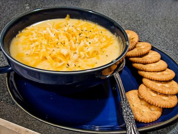 Crema de patatas con queso cheddar