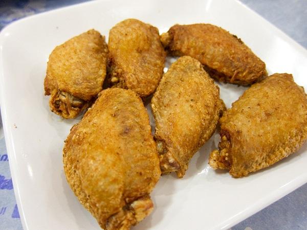 Alitas de pollo fritas crujientes