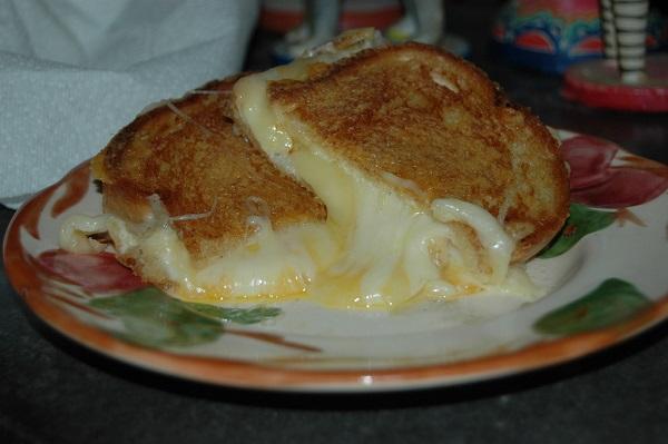 Sandwich a la plancha con crema de queso