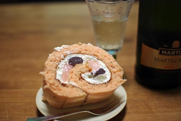 Brazo de gitano salado de salmón y crema de gambas