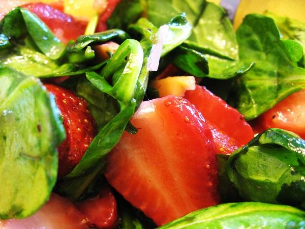 Ensalada de fresas y espinaca