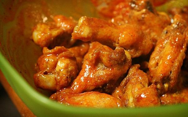 Alitas de pollo en salsa picante de naranja
