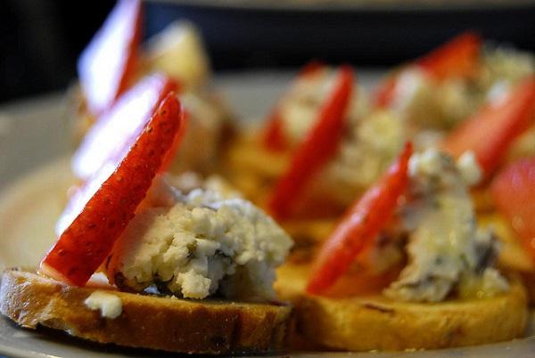 "Entrante de fresa con ""puré"" de queso feta"