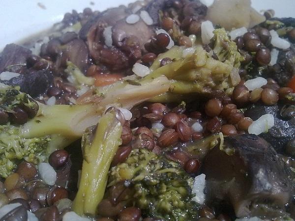 Lentejas con brócoli y setas