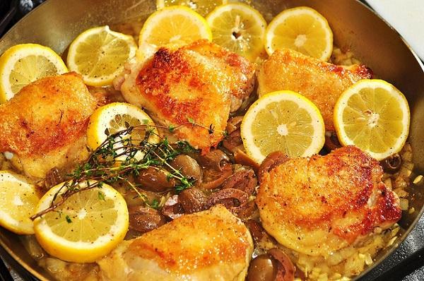 Pollo al limón con aroma de ajo