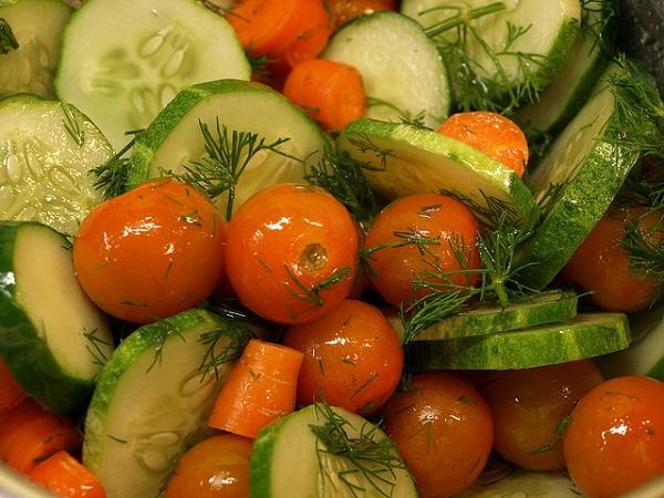 Ensalada de pepino y tomate cherry