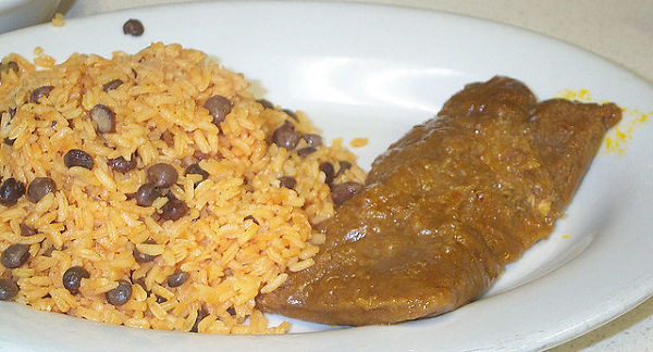 Salteado de lentejas y arroz con filete de ternera al curry