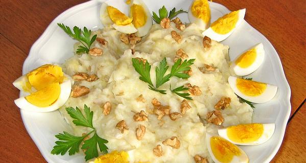Puré de patatas, bacalao y nueces