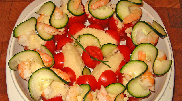 Tomate cherry relleno de puré y langostino
