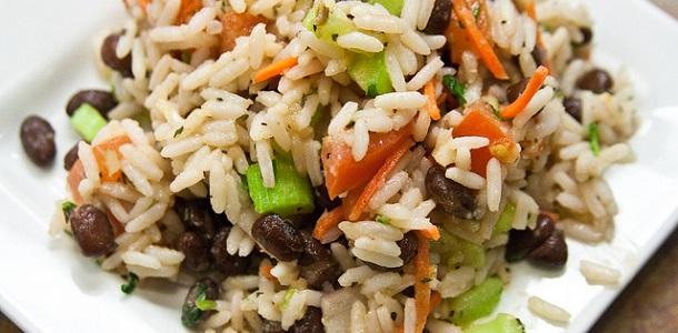 Ensalada de arroz con judías y verduras