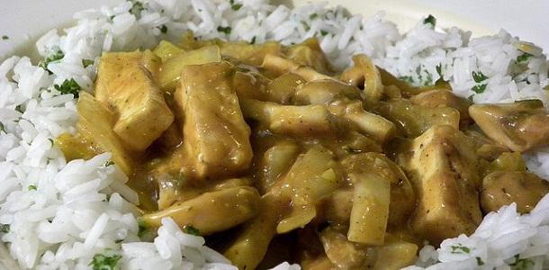 Curry de pollo con arroz a la leche de coco