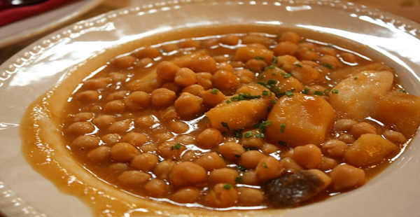 Potaje de espinacas con arroz y bacalao
