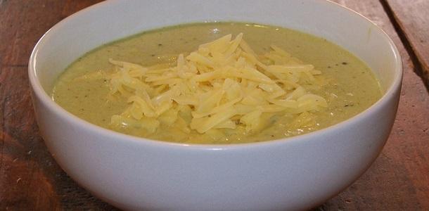 Crema de brócoli y queso cheddar