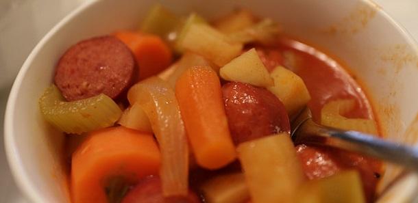 Guiso de salchichas y zanahorias