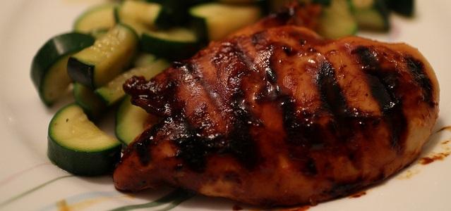 Pechuga de pollo a la salsa de soja
