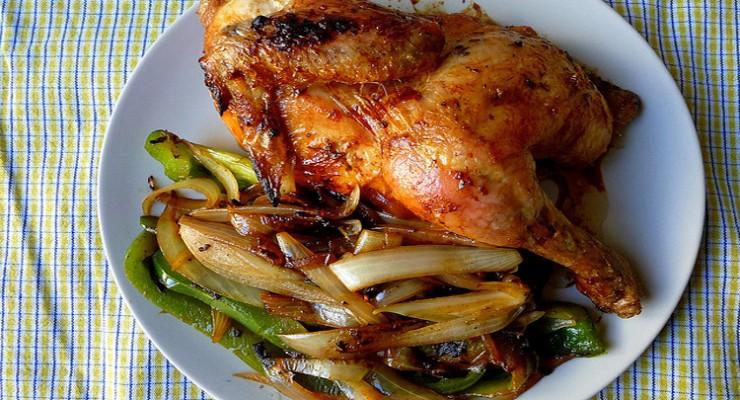 Pollo asado con yuca y zanahorias