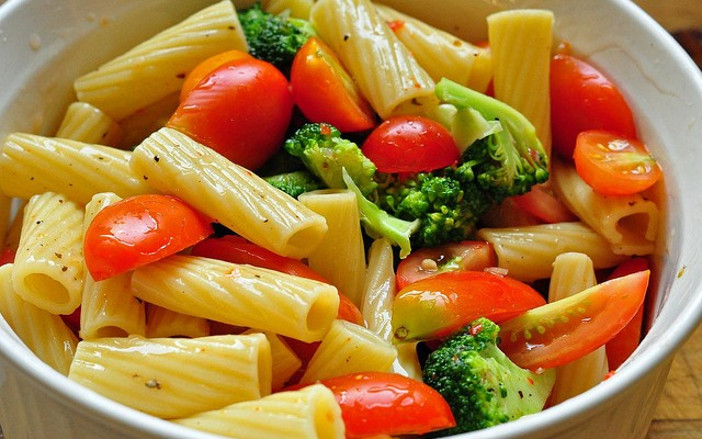 Ensalada de macarrones con verduras