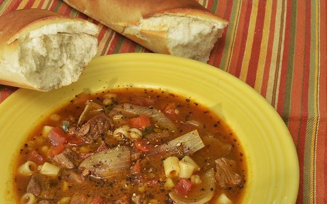 Sopa de ternera y pasta