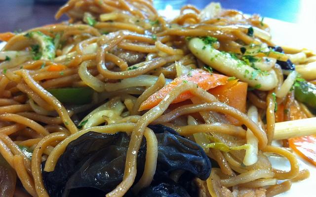 Noodles con zanahoria y setas