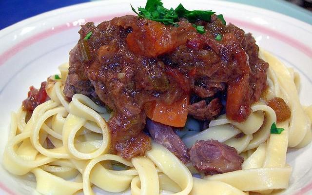 Tallarines con carne de ternera y zanahoria