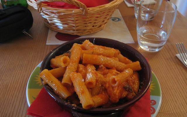 Macarrones con salsa de jamón cocido y tomate