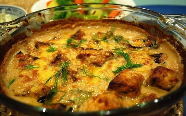 Berenjena al horno con tofu y cebolla